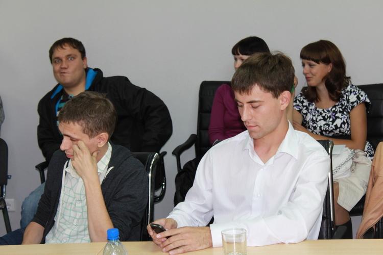 Автор самой подробной Твиттер трансляции Даниил Запятой (@zapyatoy) за работой.