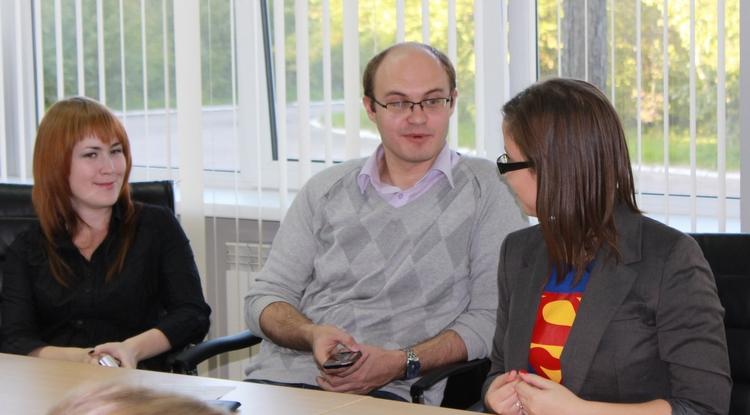 Блогеры готовятся пошуметь. Слева направо Елизавета Кайсина (@pr_u2), Максим Балашов (@maxbalashov) и Настя Бутковская (@Butasyanastya)