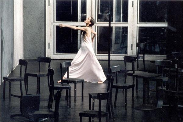 Спектакль «Кафе Мюллер», Пина Бауш