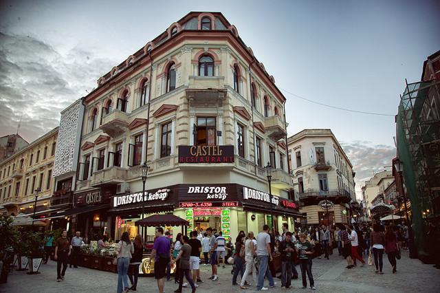 Жизнь пешеходных улиц Бухареста. Фото: spatari.livejournal.com