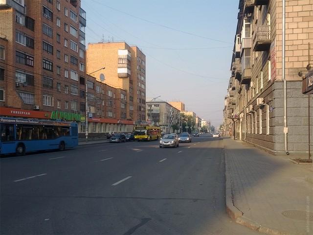 После расширения ул. Ленина осталась без  зелени и адекватных пешеходных пространств.