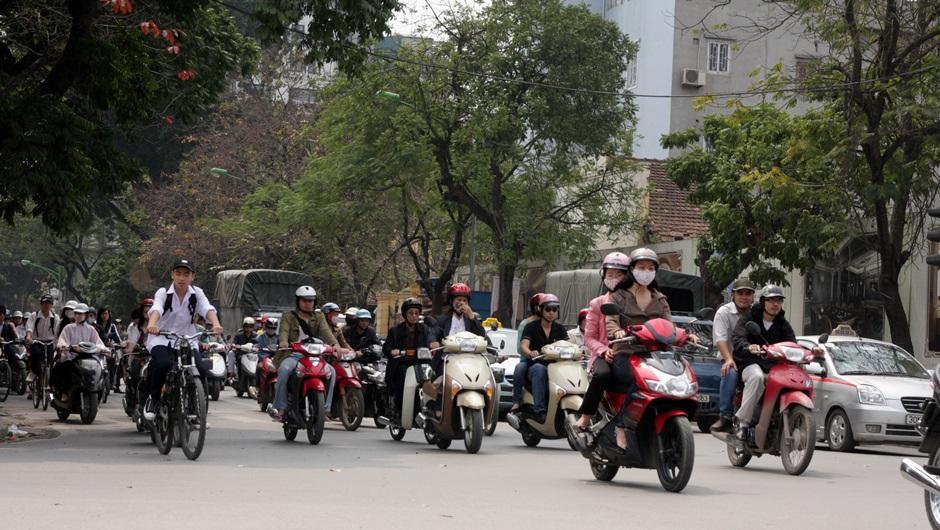 Мотороллеры на улицах Лаоса. Фото: laostea.ru