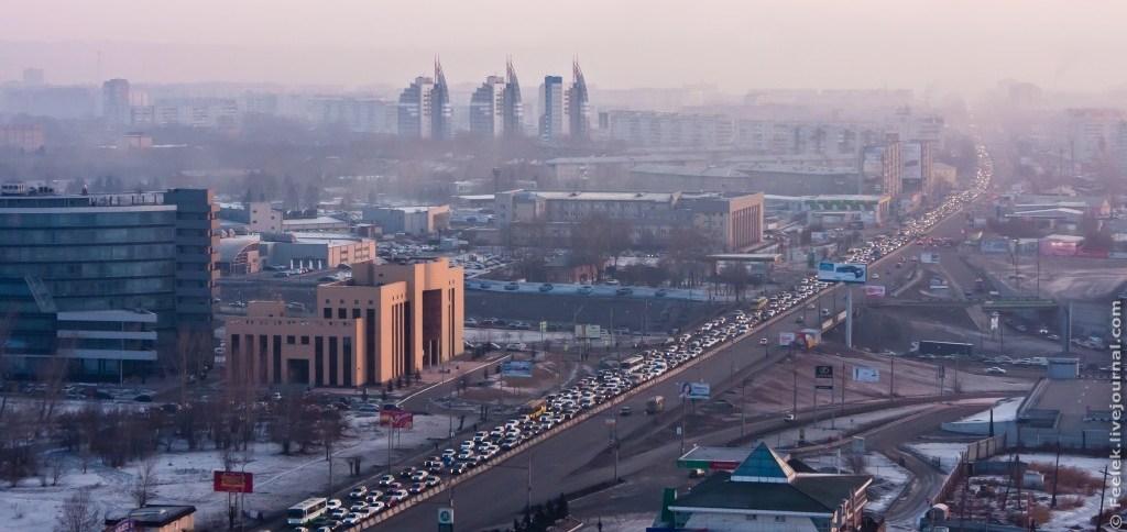 Утренняя пробка на ул. Партизана Железняка тянется на несколько километров