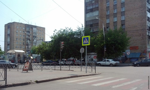 П-образные переходы создают дискомфорт для пешеходов и существенно увеличивают время пешеходного сообщения.
