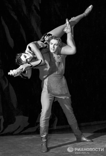 """Майя Плисецкая и Николай Фадеечев в балете """"Каменный цветок"""", 1959 год"""