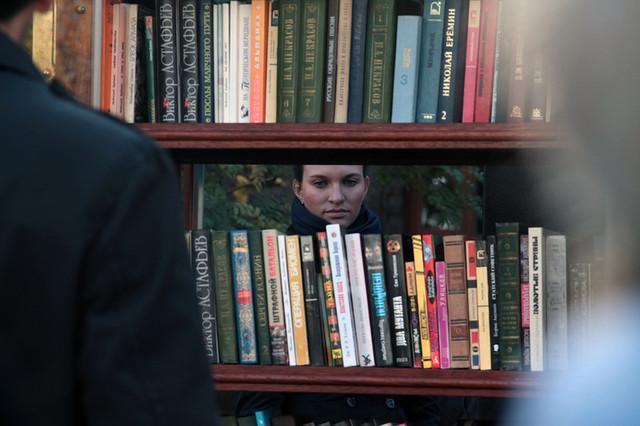 Книжный шкаф. Публичный. То есть общественный.