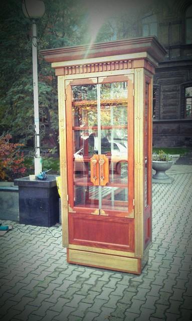 Книжный шкаф. Центр Красноярска.