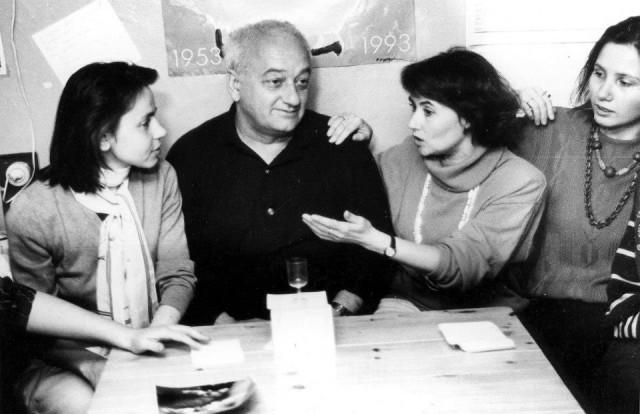 """В редакции """"ПТЖ"""", 1993 год. С художником Резо Габриадзе"""