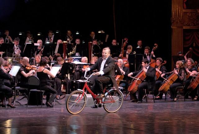 Анатолий Чепурной в одной из концертных программ театра