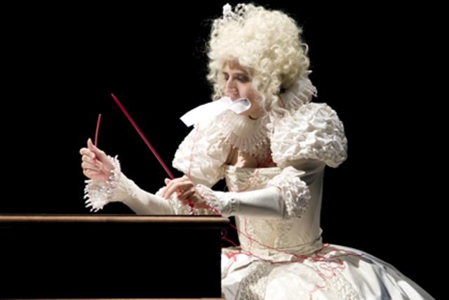 «Алиса в Зазеркалье». Белая королева (Овца) — Моника Санторо