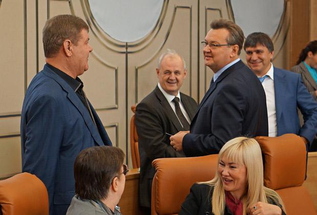 Депутаты-строители. Фото http://www.dela.ru/articles/gorsovet-celomudrie/