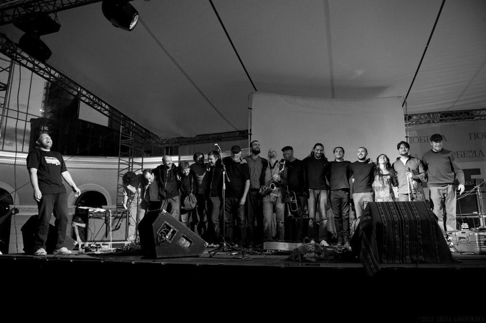Финал концерта в Новосибирске. Фото - Ирина Логовская